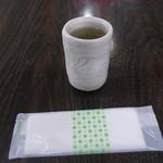 36985105 - 日本茶と簡易おしぼり