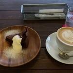 カフェ シューエ - 【ケーキセット】ガトーショコラ、カプチーノ(800円)