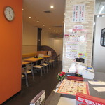 黄金彩 - 大博通りにある店同様にこのお店でもランチ時や夕食時は唐揚げの食べ放題を求めて学生さんや若いサラリーマンで賑わってますがこの日はテークアウトのお弁当屋さんとして利用です。