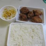 黄金彩 - シンプル弁当はご飯に唐揚げ5個とサラダのセットで520円です。