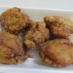 黄金彩 -   唐揚げは脂身の少ないムネ肉が2個、ジューシーなもも肉が3つのセット、私はやはりもも肉の方が好きかな?