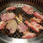 極楽焼肉 グルーピードールズ - 中落ちカルビと牛タン