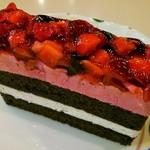 喫茶まりも 日吉店 - いちごとブルーベリーのケーキ