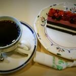 喫茶まりも 日吉店 - いちごとブルーベリーのケーキ&ブレンドコーヒーのセット
