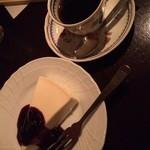 36999552 - レアチーズケーキ+ブレンド