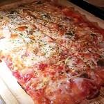 アロハカフェ - 本牧ならではの四角いピザ♪