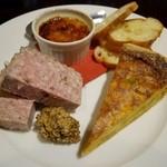 ル・コクリコ - 前菜~薩摩豚のパテドカンパーニュ、新じゃがと空豆のキッシュ、フォアグラのクレームブリュレ