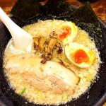 岩本屋 - ラーメン (煮玉子トッピング)