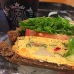 スターバックスコーヒー - 美味しかったけど、食べにくっ〜(>_<)