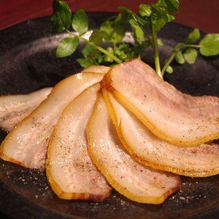 こだわりの燻製と美味しい逸品料理