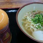 Dontei - 中太のやや縮れた麺です。