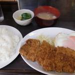 まんぷく - とんかつ定食(味噌汁、お新香付き)