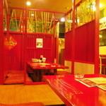 中国日隆園 - 縁起の良い赤い店内