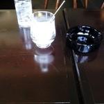 カフェ ド トレボン - テーブル