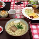 ニライカナイ食堂 - カツカレー¥650 沖縄そば小¥350 トンカツそば定食¥780