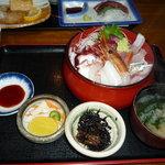 3703700 - 海鮮丼