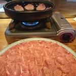 牛や たん平 - 石鍋です