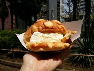 世界で2番めにおいしいメロンパンアイス Tokyoシブヤ店 - 世界で2番目においしいメロンパンアイス