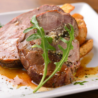 ''こだわりの肉料理''力強くボリュームもある『アリスタ』