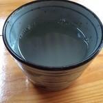 37041733 - 蕎麦湯はカウンターのポットから