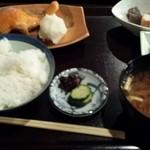 ひもの あん梅 - 塩鮭定食