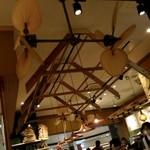 ホノルルコーヒー - リゾート風の店内