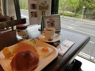 MOCA - モーニングセット。ブレンド珈琲390円にプラス210円。