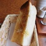 37048221 - 湯種パンのトーストは分厚くて美味しい♡