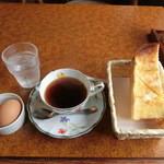 37048228 - モーニングサービスの朝得「A」350円(税込み)。コーヒー&紅茶のお代わりは150円。