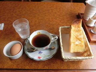 ベルファン - モーニングサービスの朝得「A」350円(税込み)。コーヒー&紅茶のお代わりは150円。