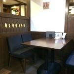 Cafe Nakamura - 入って左のコーナー、座った席の隣のテーブルです