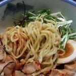 37057890 - つけ麺辛露の麺アップ