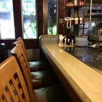 ステーキ宮川-一階のカウンター席、二階もあります