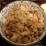 英 - 牛すじ煮込み丼(大)600円