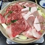 松川 - 料理写真:写真は4人前です!さっそくコンロに火を付けて煮込んでいきます