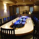 小福 - 2階 鯉の水槽を囲むU字カウンター席 2015年2月