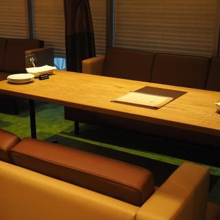 ソファー席、個室やテラス席もご用意しております♪