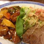 37067622 - 酢豚,サラダ,チャーシュー