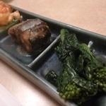 37069107 - お通しも美味しい、海老の唐揚げ・サンマ味噌煮・菜の花のおひたし