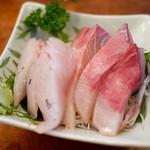 魚三酒場 富岡店 - かんぱち刺し ¥410