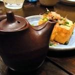 酒楽家トシゾウ - 豆腐から揚げる厚揚げは、いかにも自家製