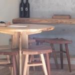 炭焼&wine 9 - 内観:テーブル席・壁向きカウンター