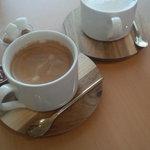 37072007 - 奥 カプチーノ 手前 コーヒー