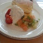 37072014 - 友人注文のフルーツクリームパンケーキ