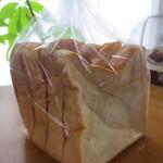 ブレッドマン - 食パン1斤(240円)5枚切