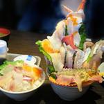 37073058 - 海鮮丼は、単品の魚メニューも色々ありますが、ここはやはり盛り合わせの海鮮丼でしょう。                       特上おまかせ海鮮丼1,944円とおまかせ海鮮丼3種類盛1,296円があります。