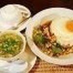 (5)ガッパオランチ(タイハーブとチキンの炒め)