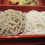 37079895 - そばは更科の白い御膳そばと二八のやや黒い太兵衛そばの白黒二色の色鮮やかな蕎麦です。