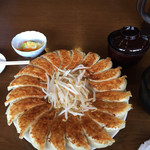 石松餃子 本店 - 餃子定食大(20個) ごはんが右端