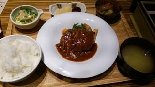 ひびか食堂 - 馬肉の煮込みハンバーグ